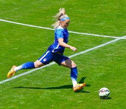 Julie Johnston By Noah Salzman (Own work) [CC BY-SA 4.0 (http://creativecommons.org/licenses/by-sa/4.0)], via Wikimedia Commons