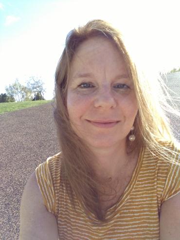 Cindy headshot.jpg