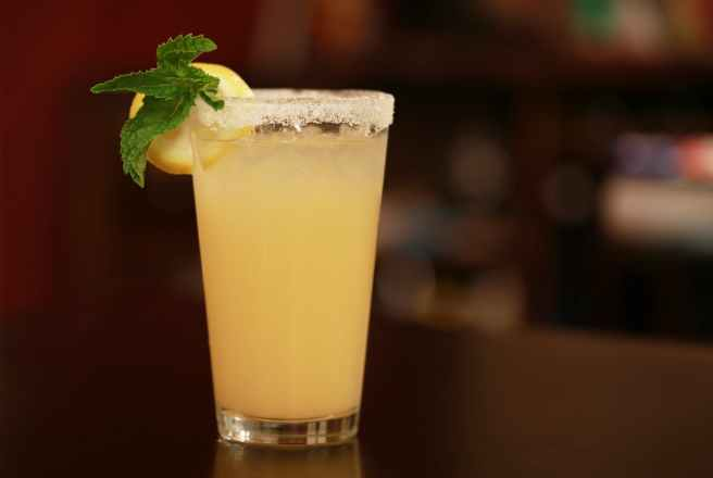 lemon juice on selective focus photography